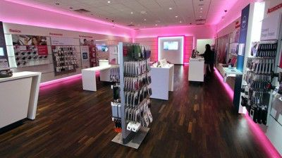 t-mobile-in-store-600x337