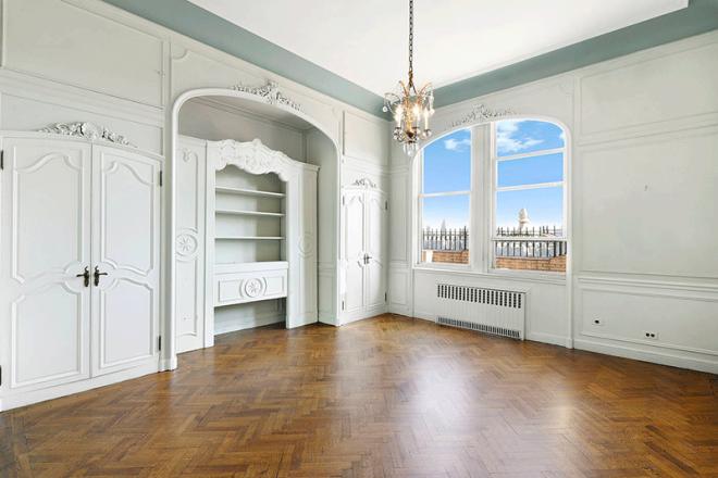 johnlegerepenthousebedroom