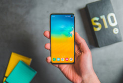 t-mobile-rolls-out-android-11-update-samsung-galaxy-s10-note-10